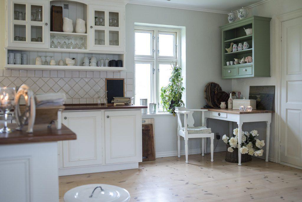 Como organizar armários de cozinha - louças e copos